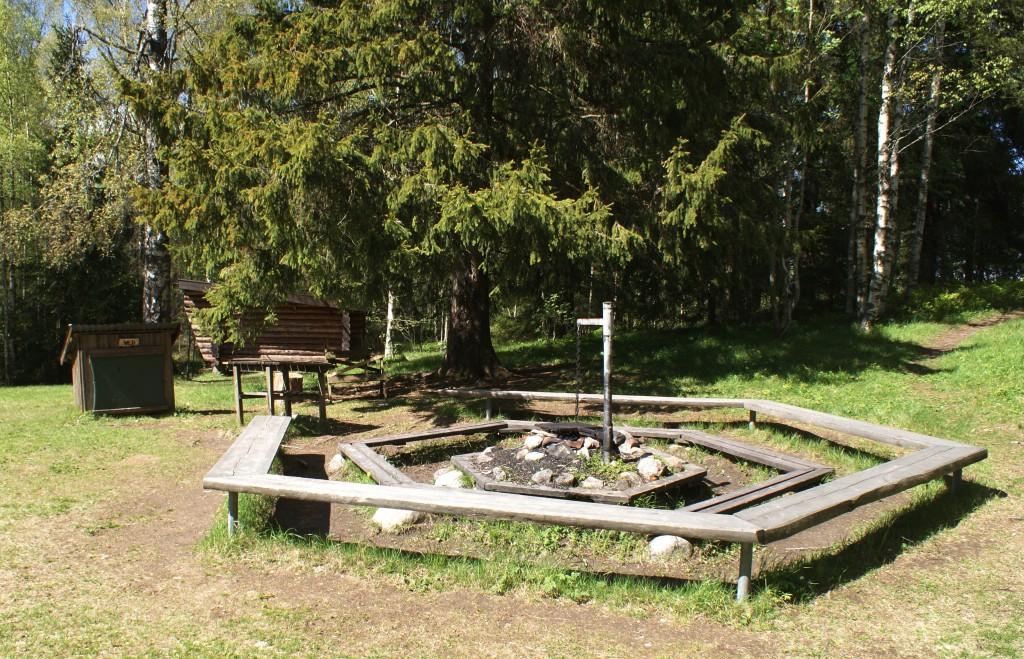 Lägerplats med eldstad