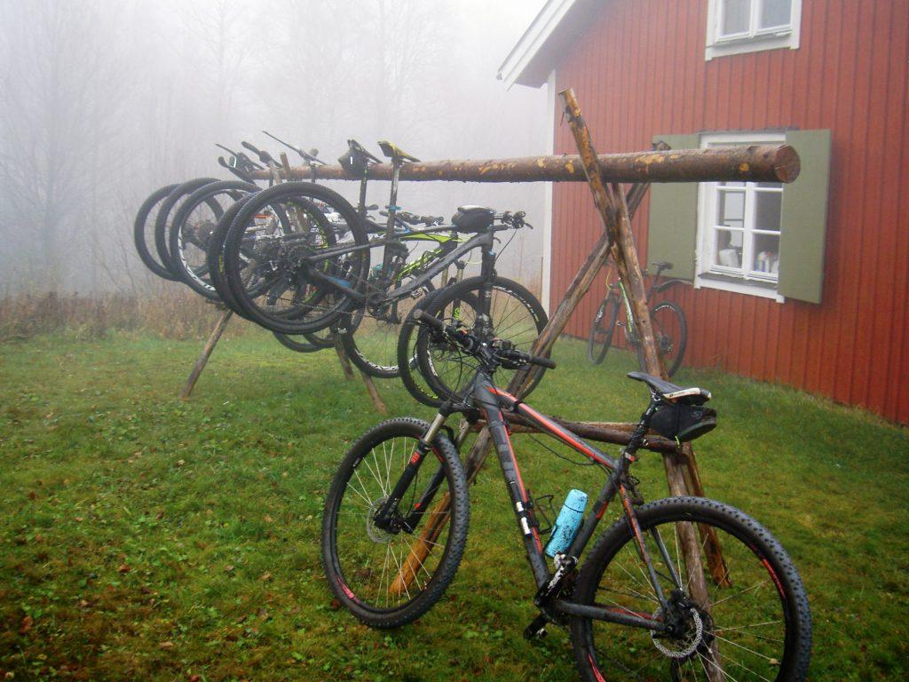MTB-cyklar i dimma
