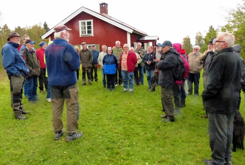 Jörgen Andersson berättar inför alla besökare
